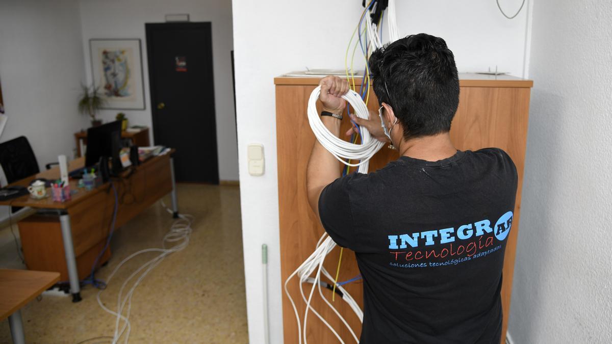 Tareas de mejora del cableado eléctrico y la red