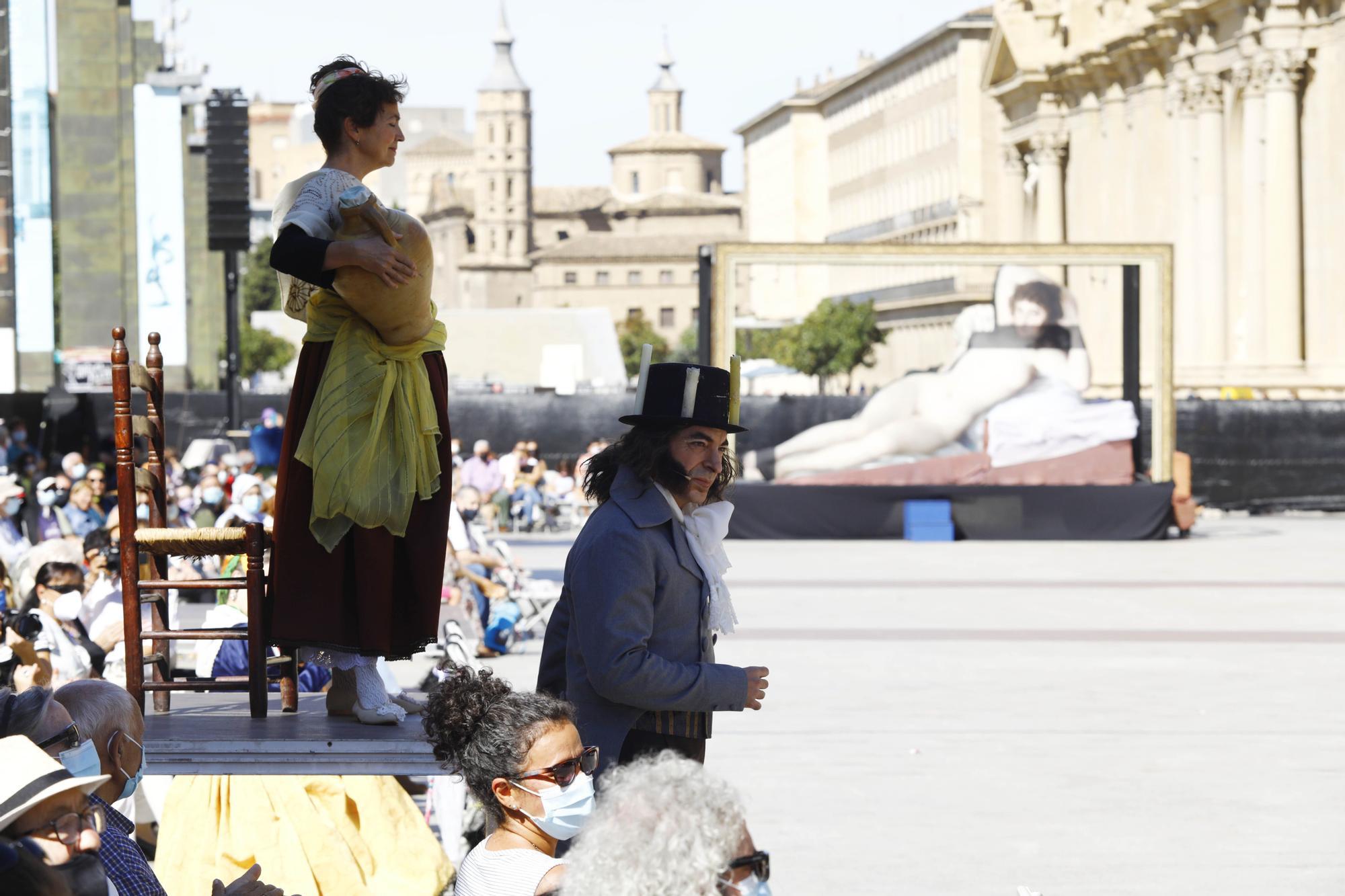 Los cuadros de Goya toman vida en la plaza del Pilar de Zaragoza.
