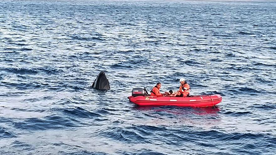 Jornada accidentada en aguas de Ibiza con el rescate de dos veleros y un catamarán