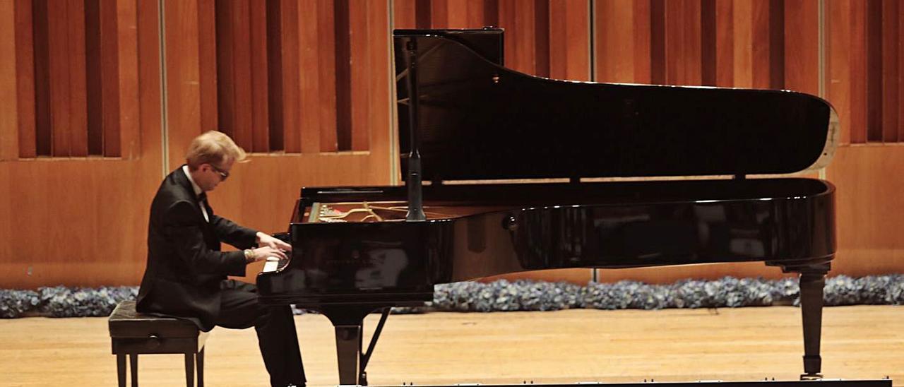 Luis Fernando Pérez, durante su concierto de ayer en el Auditorio Príncipe Felipe de Oviedo.   Miki López