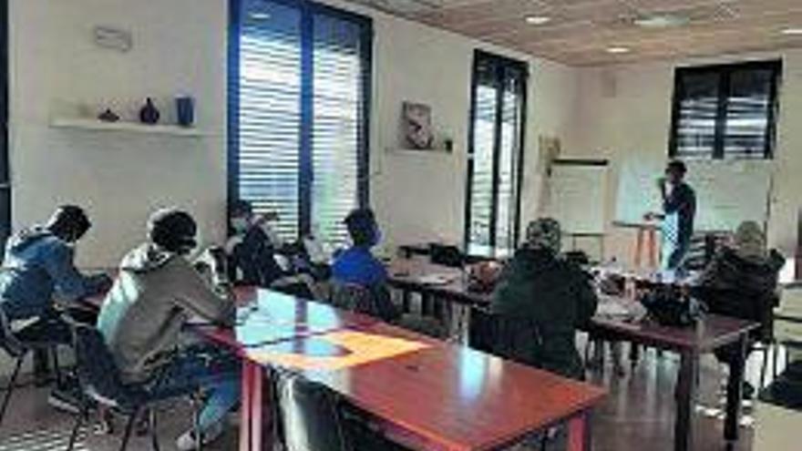 Inicia del curs d'alfabetització en català per a persones nouvingudes a Òdena