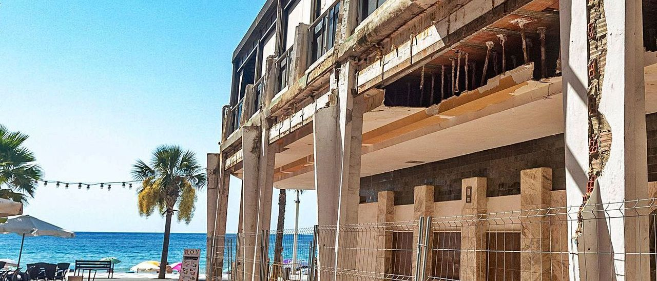 El hotel Selomar, afectado por el deslinde ya solucionado, en una imagen de archivo.