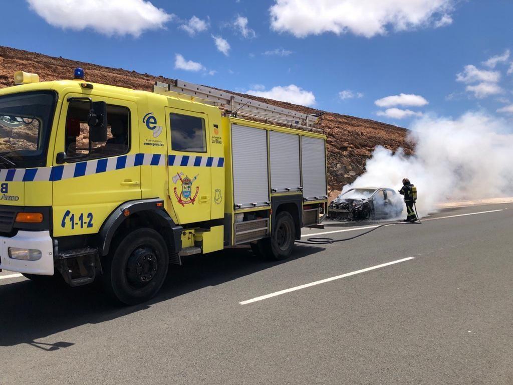 Un hombre sale ileso tras arder su vehículo en Fuerteventura (8/5/2021)