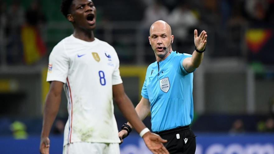 Fran Escribá: «¿El fuera de juego de Mbappé? Clarísimo. Yo me cabrearía si mi jugador dejara pasar un balón así»