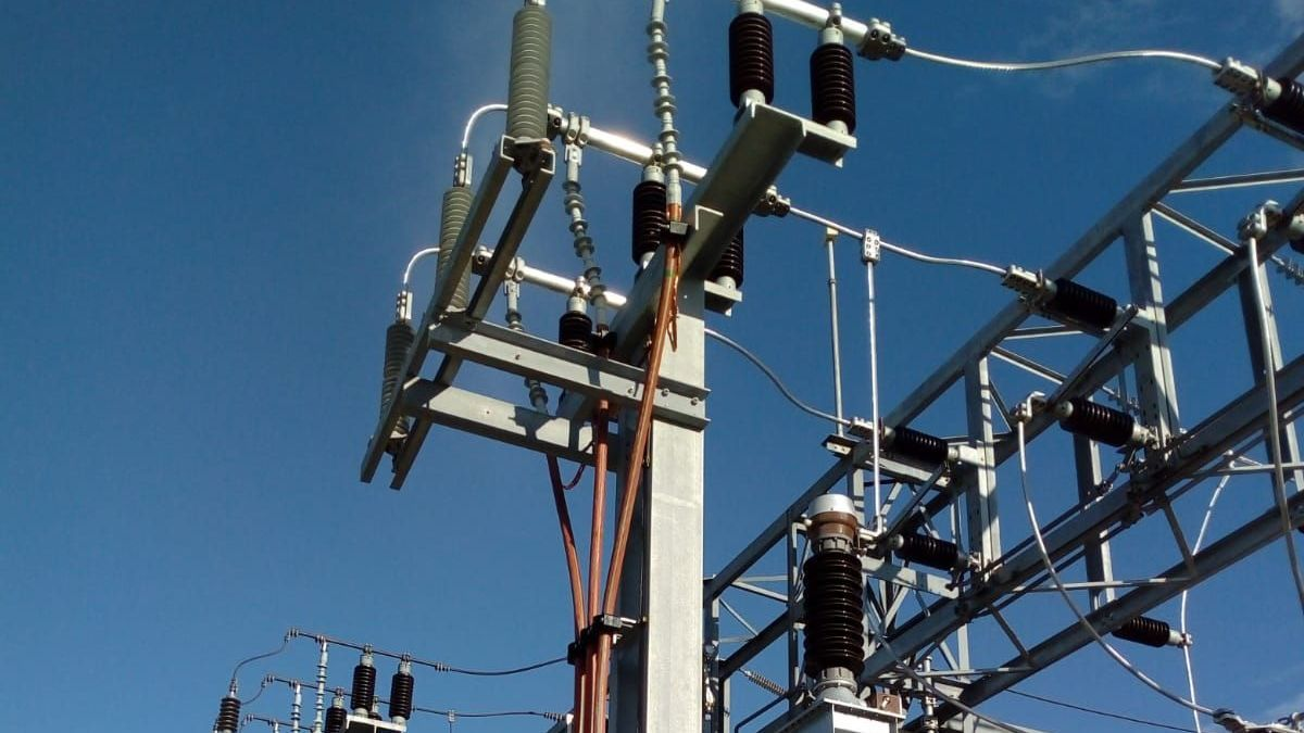 Imagen de archivo de un tendido eléctrico.