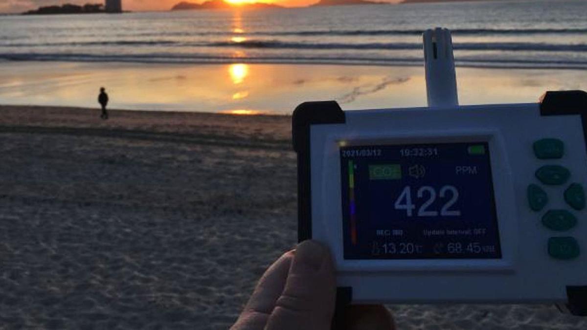 Medición de CO2, en una playa.