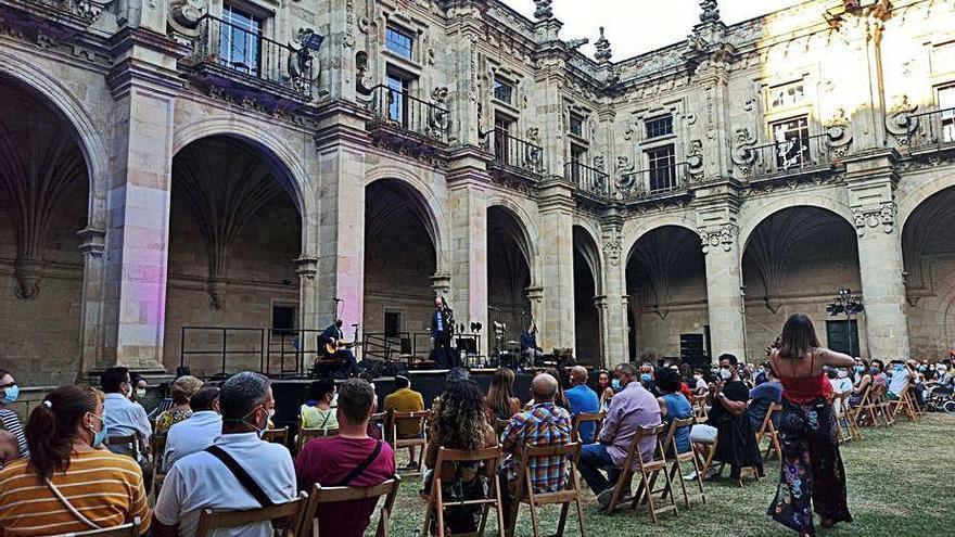 Concierto mágico de Carlos Núñez en Celanova