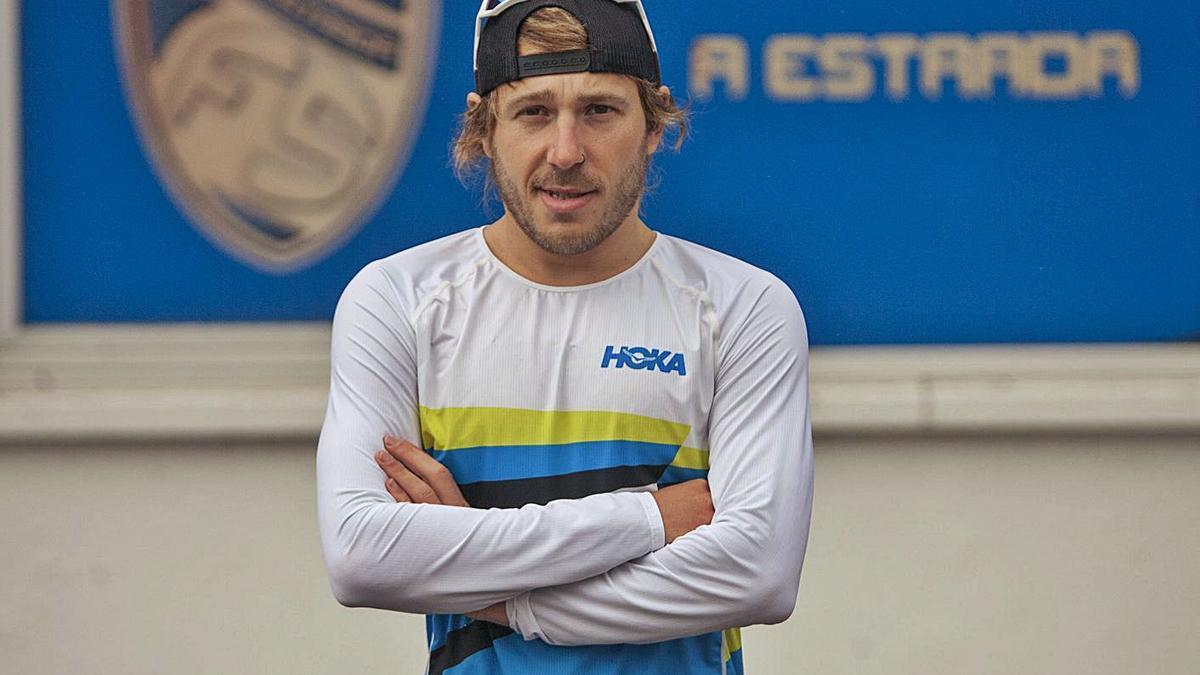 Cristóbal Dios, en un entrenamiento reciente en la zona deportiva de A Estrada.    // BERNABÉ