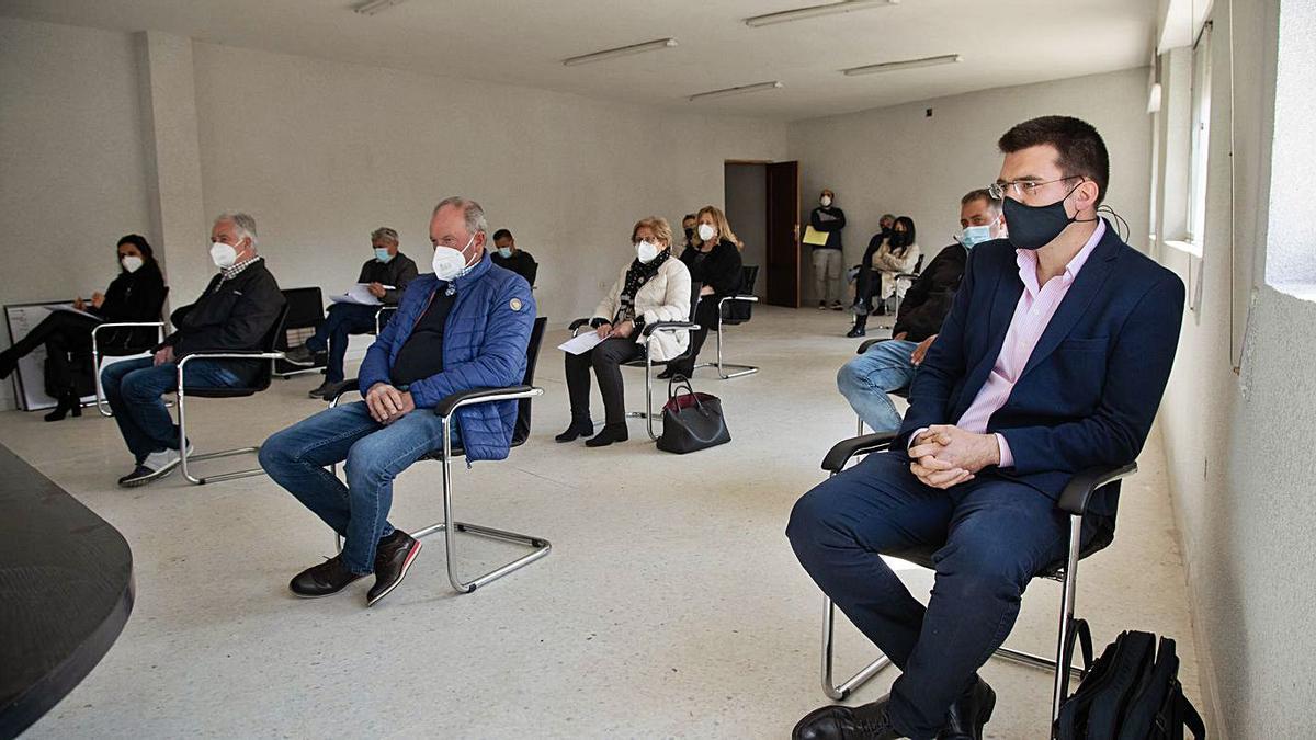 En primer término, a la derecha, Rafael Sánchez en la sesión donde salió elegido presidente. | J. L Fernández