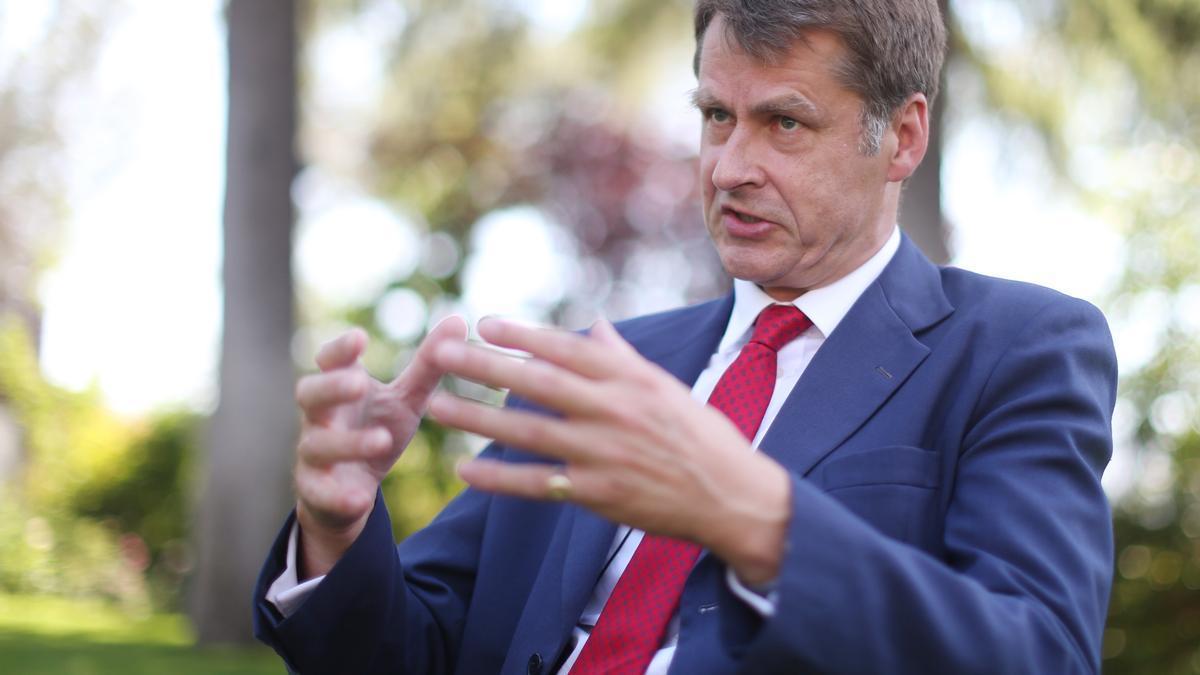 El embajador británico en España, Hugh Elliott, durante una entrevista para Europa Press, en la residencia del embajador, a 8 de junio de 2021, en Madrid (España).
