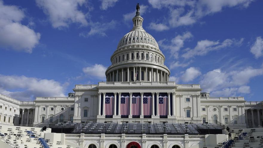 Harris dimite como senadora y Biden ayuda a una ONG mientras Washington se blinda