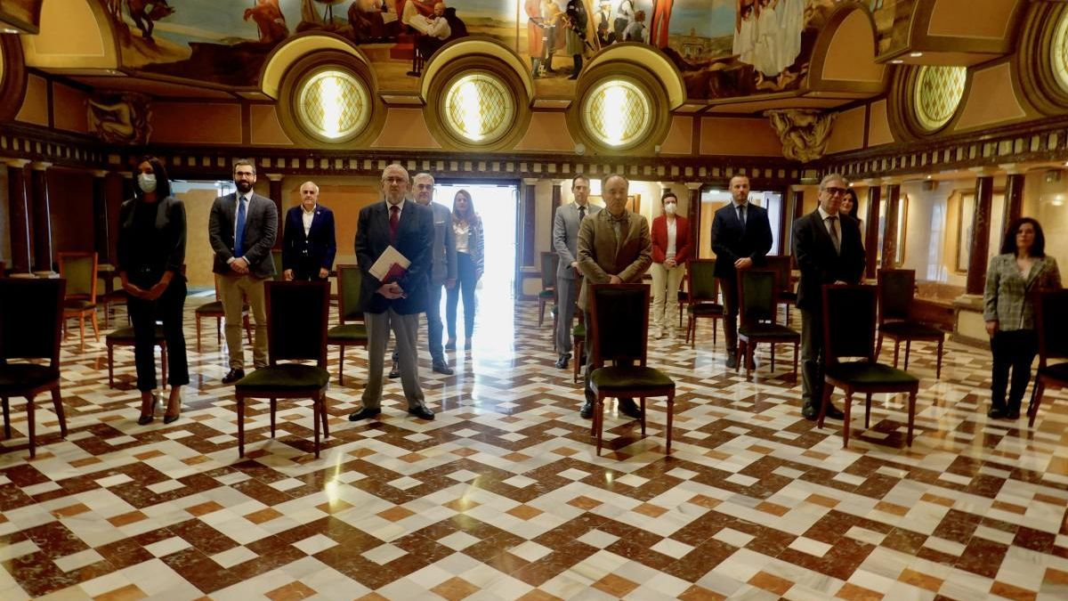 Luis de Guindos y Fernando Simón comparecerán en la Asamblea