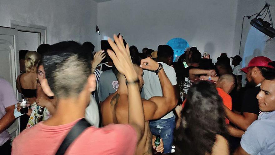 Reportage: Auf einer illegalen Corona-Party auf Mallorca