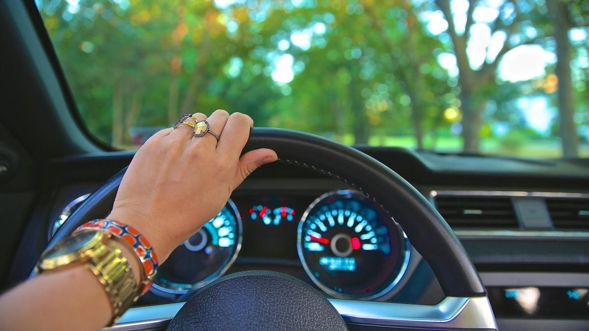 ¿Cada cuánto tiempo renuevan el carné de conducir los europeos?