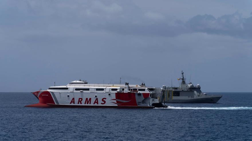 La Armada coordina un simulacro de colisión de un buque en Los Cristianos