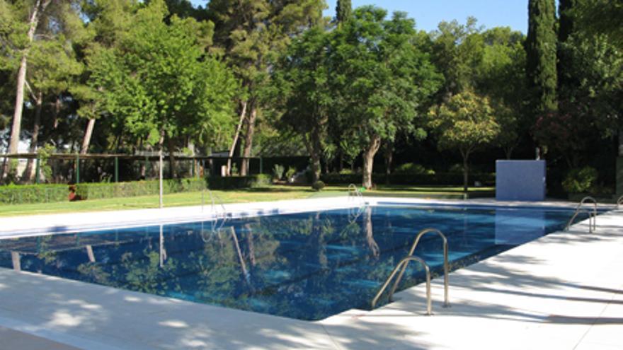 La piscina de Puente Genil acoge un curso sobre primeros auxilios