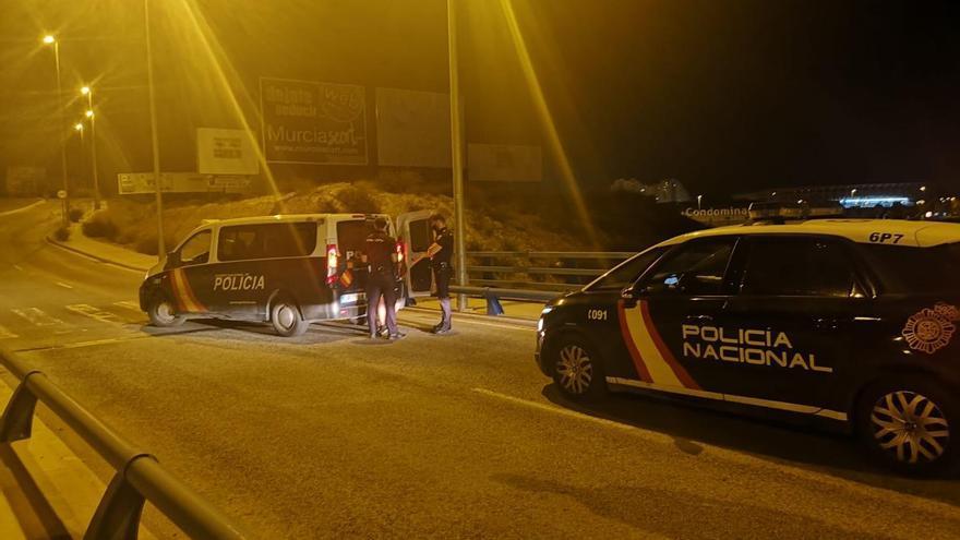 La Policía Nacional evita que un joven se lance desde un puente de la autovía en Murcia
