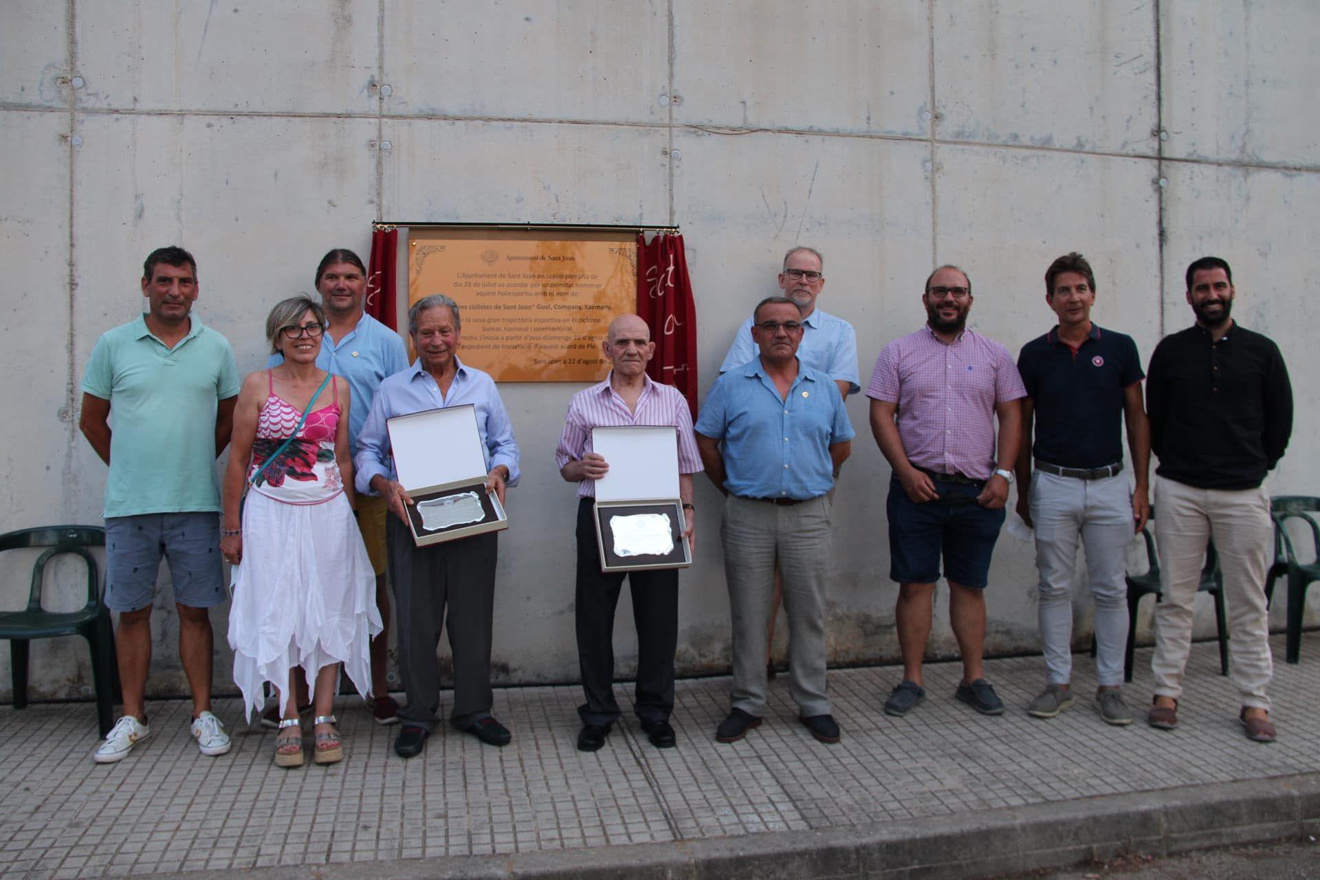 """Sant Joan dedica el polideportivo a sus """"tres ciclistas"""""""