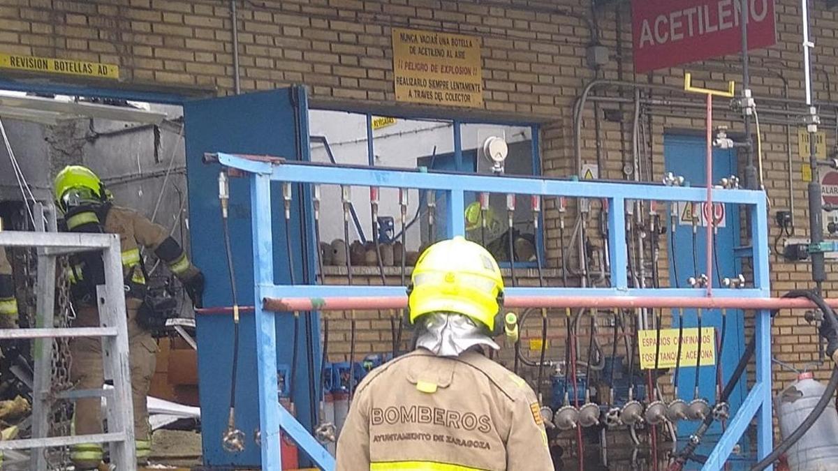 Los bomberos tuvieron que evacuar a la víctima y extinguir las llamas.