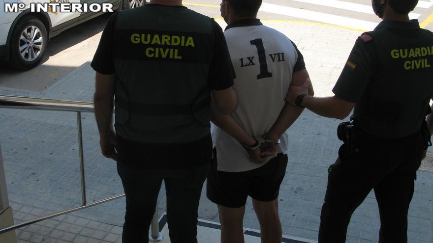 Cuatro detenidos en Cullera por robar a personas mayores cuando salían de entidades bancarias