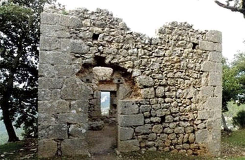 Las torres y murallas del castillo de Alaró, en riesgo de ruina inminente