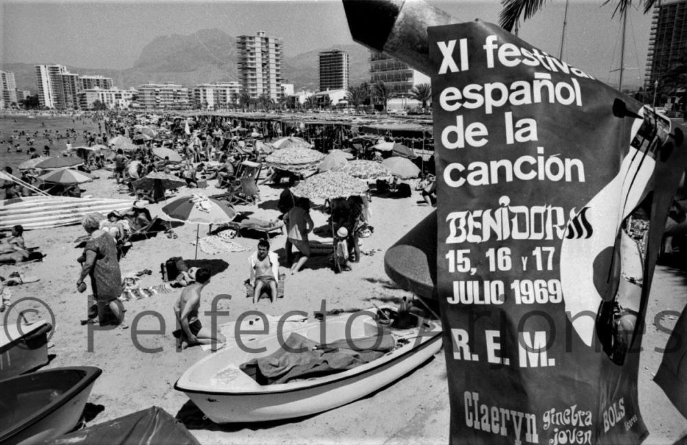 CARTEL ANUNCIADOR DEL FESTIVAL DE LA CANCIÓN DE BENIDORM EN 1969.
