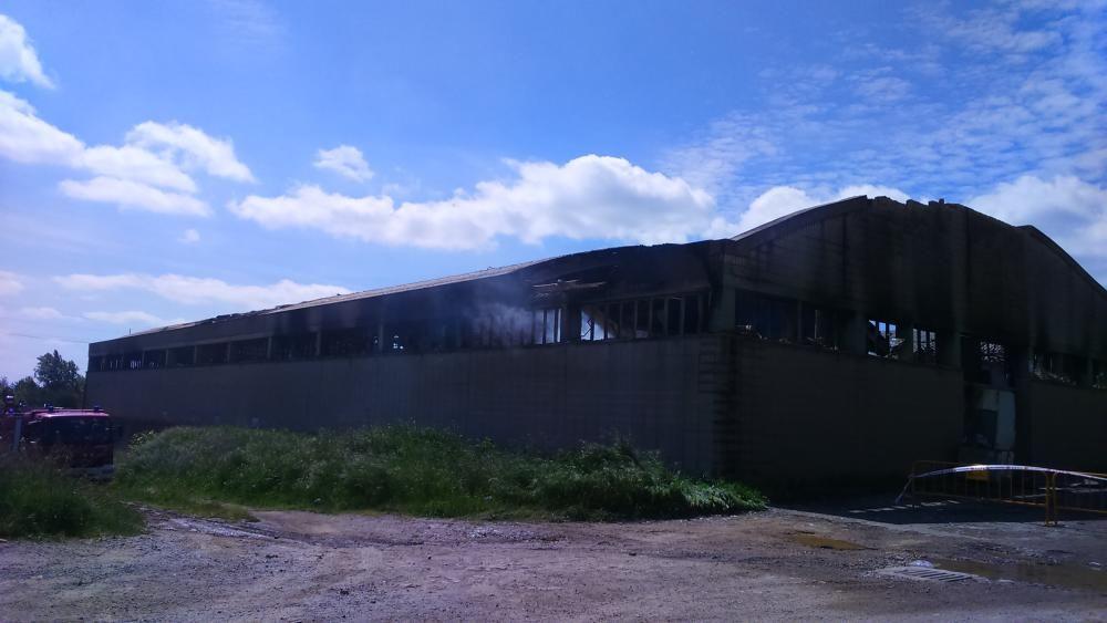 S'incendia una nau de la fàbrica tèxtil Fibresa d'