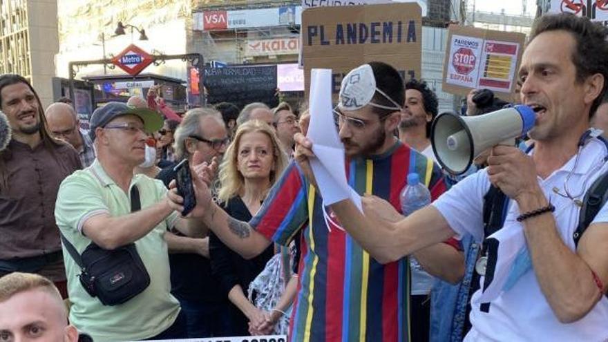 El médico de Formentera negacionista del covid, Ángel Ruiz-Valdepeñas, quiere expandir su tesis por el mundo