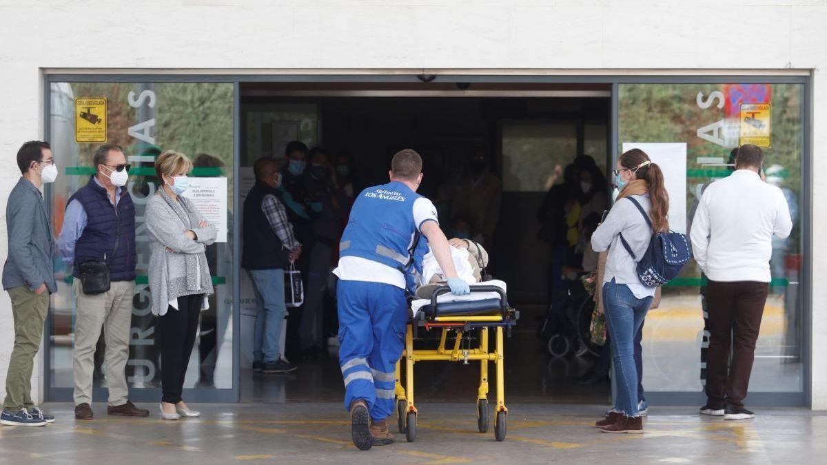 Las Urgencias del hospital Reina Sofía están apreciando un repunte de casos covid.
