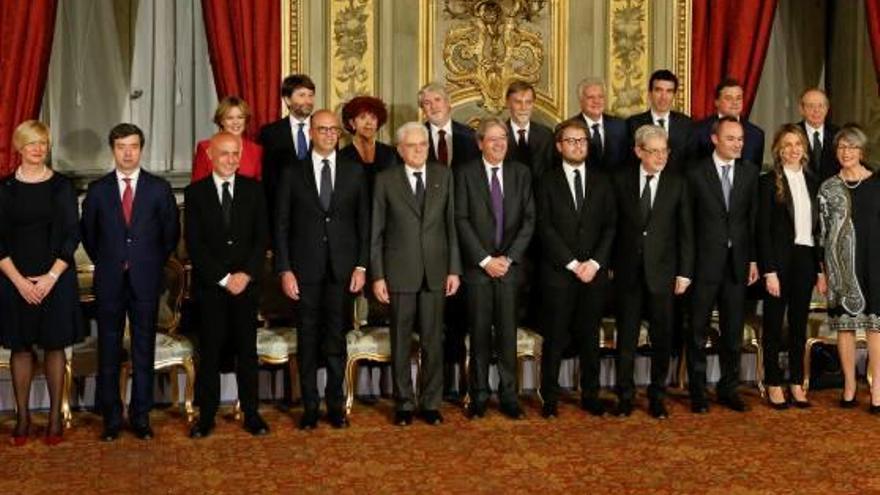 Gentiloni jura el càrrec i nomena un Govern italià amb pocs canvis