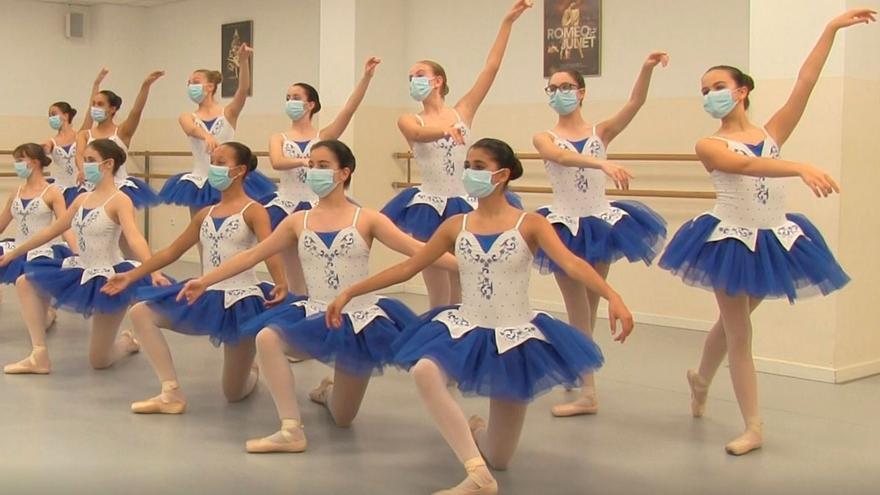 Catorce cursos enseñando a bailar