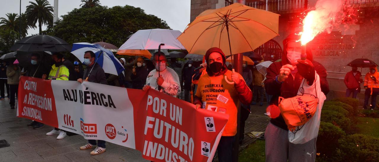 Trabajadores de Alu Ibérica exigen al Gobierno una solución industrial