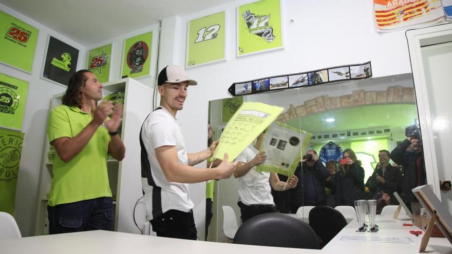 Roses inaugura la nova seu del club de fans del pilot Maverick Viñales