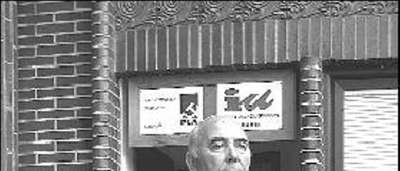 «El principal punto  del programa político del gobierno local de Grado es hacer caja»
