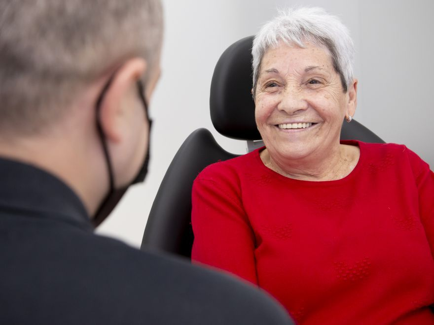 """""""Los implantes dentales en Vericat me han dado la vida que antes no tenía"""""""