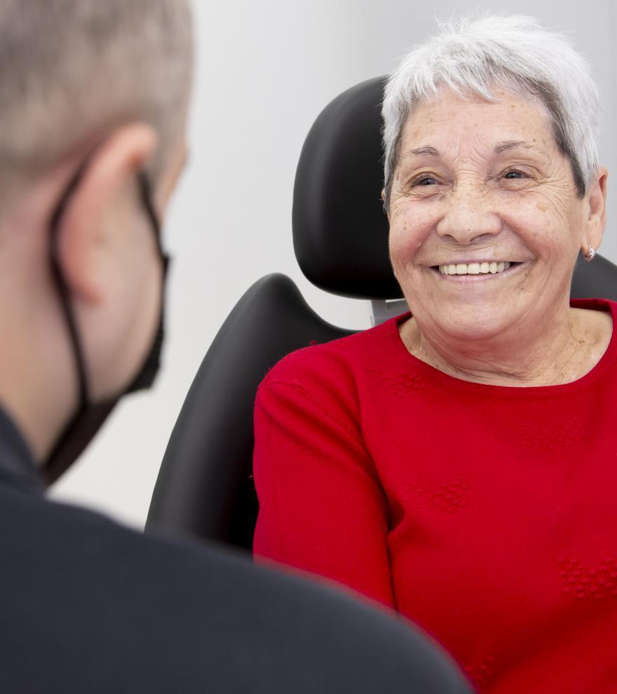 Carmen es una de las pacientes de la clínica Vericat Implantología Inmediata de Elche.