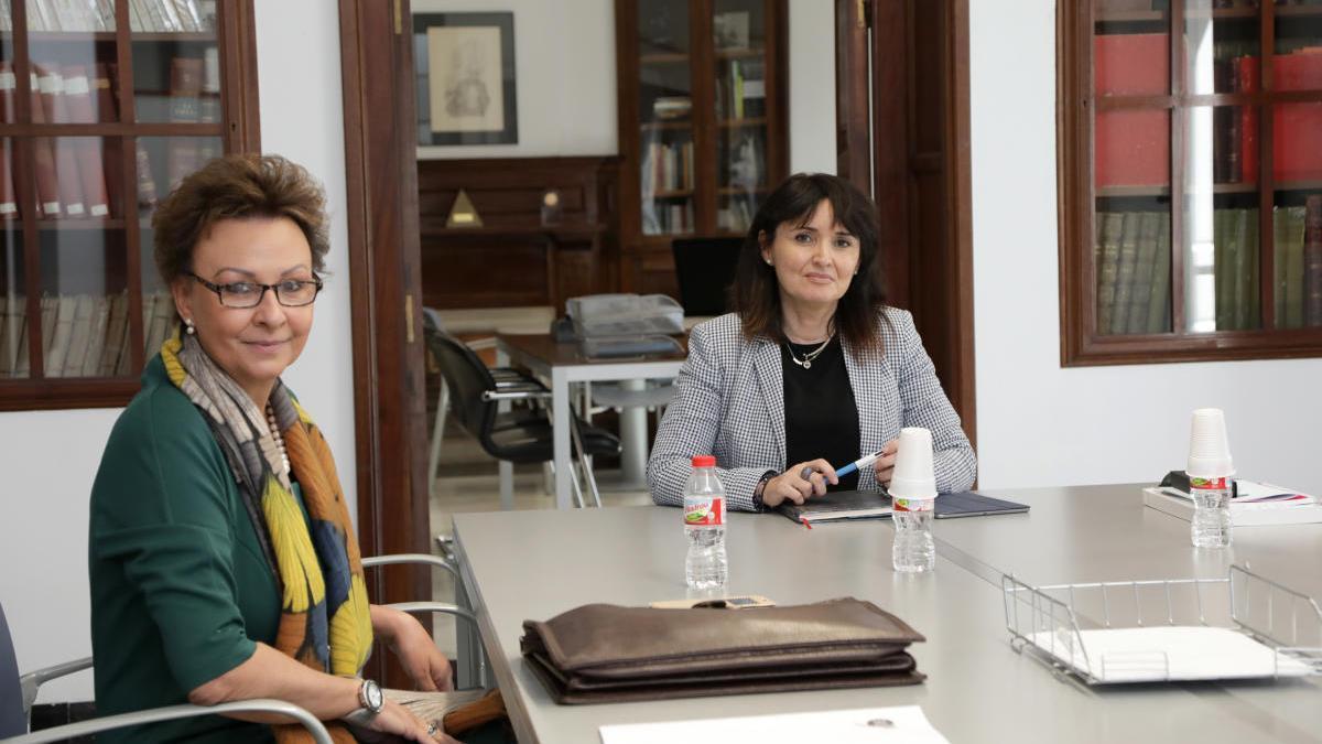 María Teresa Pérez Vázquez y Julia Parra