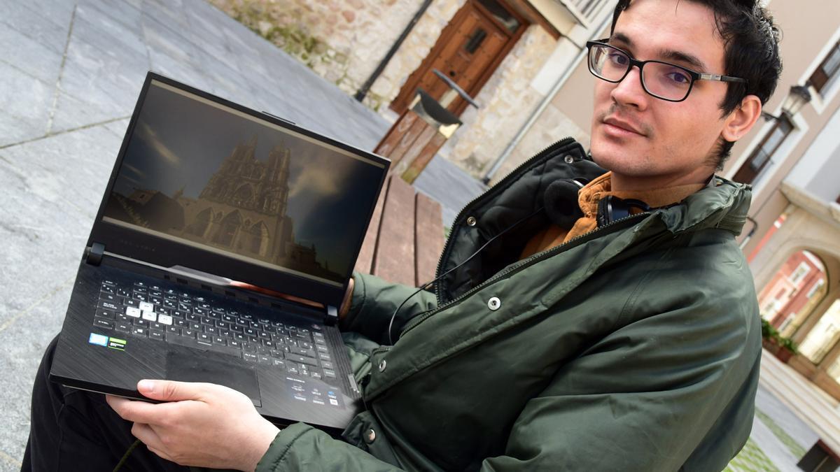 Gabriel García ha creado una réplica de la Catedral de Burgos a partir del videojuego 'Minecraft'.