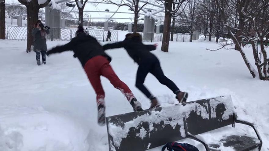 Juanri y Luna, dos castellonenses que combaten el frío de Chicago en las aulas