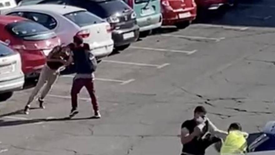 No hay fallecidos en la pelea del aparcamiento de San Fernando, todo es un bulo