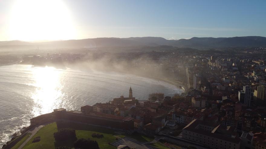 Las fascinantes imágenes de Gijón amaneciendo que triunfan en redes sociales