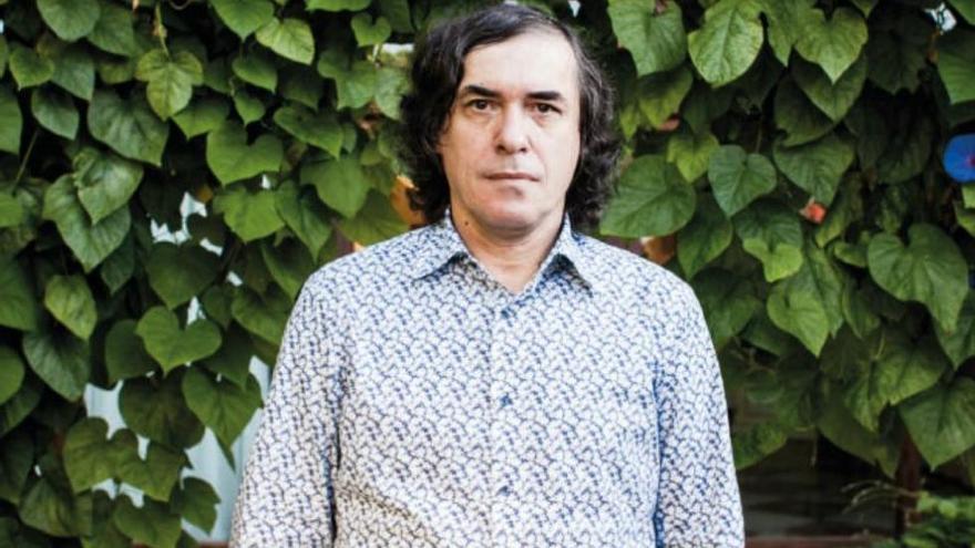El escritor rumano en la terraza del Hotel Barceló Formentor.