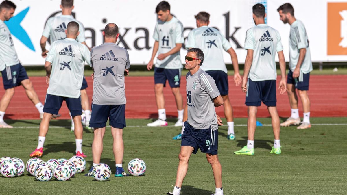 El seleccionador nacional de fútbol, Luis Enrique Martínez, en un entrenamiento.