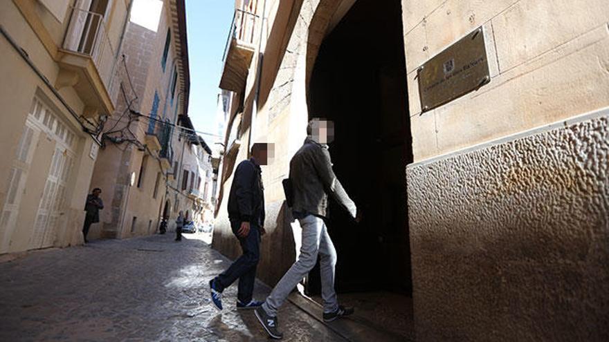La policía se persona en la conselleria de Turismo tras la imputación de Pilar Carbonell