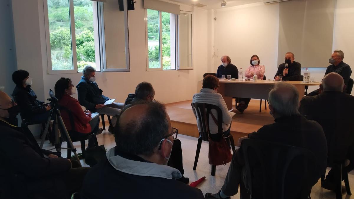 Un momento de la presentación del libro que ha editado el Ayuntamiento de Vall de Gallinera