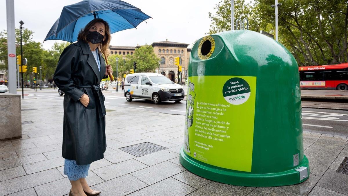 Ecovidrio celebra el Día del Libro y llena la ciudad de microrrelatos en favor del reciclaje