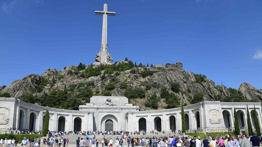 La carrera contrarreloj de Pedro Sánchez para exhumar a Franco