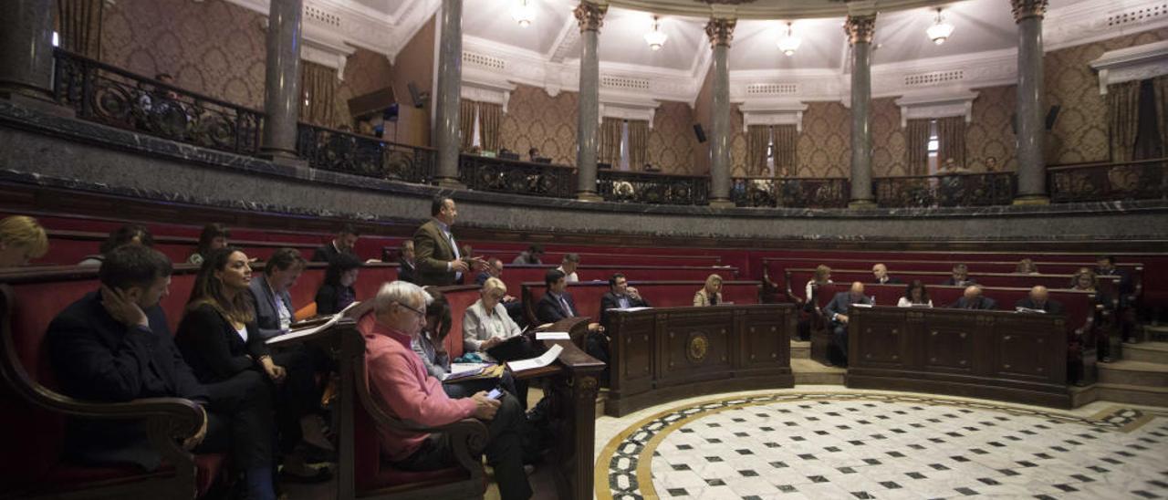 El hemiciclo del Ayuntamiento de València con la corporación anterior.