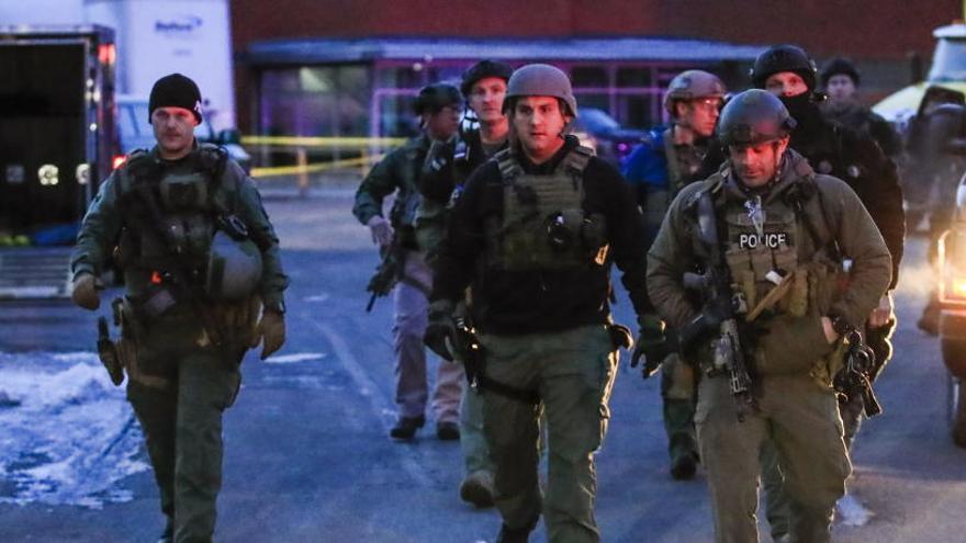 Seis muertos en un tiroteo en una fábrica en Chicago