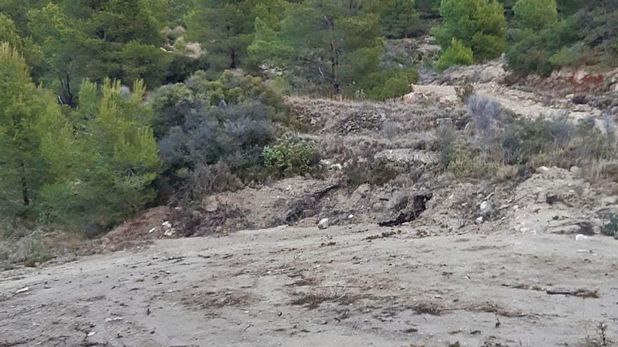 Un desmonte arrasa un aljibe protegido del siglo XIX y su lavadero en Cabeçó d'Or